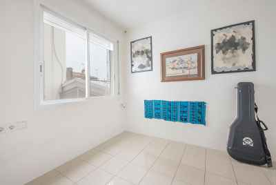 Bright apartment with terrace and parking in prestigious uptown area of Barcelona
